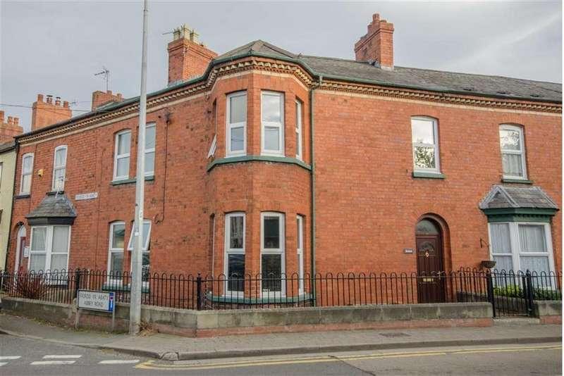 3 Bedrooms Terraced House for sale in Rhyl Road, Denbigh, Denbigh