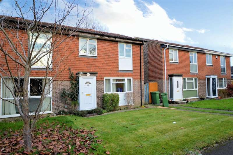 3 Bedrooms Semi Detached House for sale in Narromine Drive, Calcot, Reading, RG31