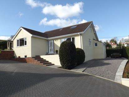 4 Bedrooms Bungalow for sale in Seaton, Devon