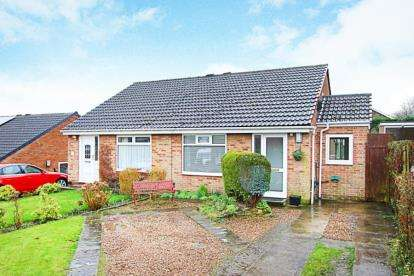 2 Bedrooms Bungalow for sale in Acacia Crescent, Killamarsh, Sheffield, Derbyshire