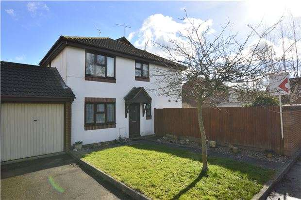 3 Bedrooms Semi Detached House for sale in Keats Avenue, REDHILL, RH1 1AF