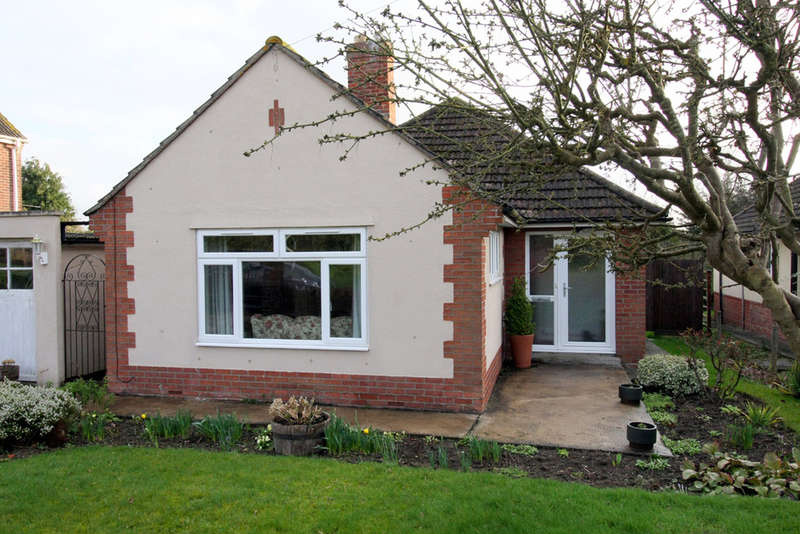 2 Bedrooms Detached Bungalow for sale in Sandridge Road, Melksham