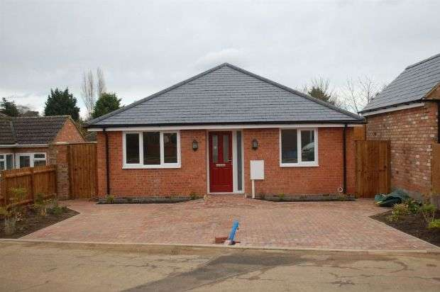 3 Bedrooms Detached Bungalow for sale in Montfort Close, Duston, Northampton NN5 5AN