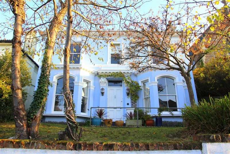 4 Bedrooms Detached House for sale in St Helens Park Road, Hastings