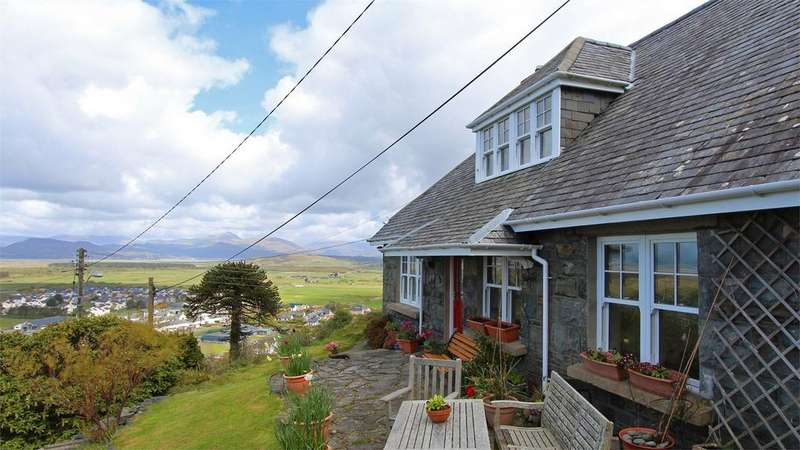 4 Bedrooms Detached House for sale in Penllwyn, High Street, Harlech, Gwynedd