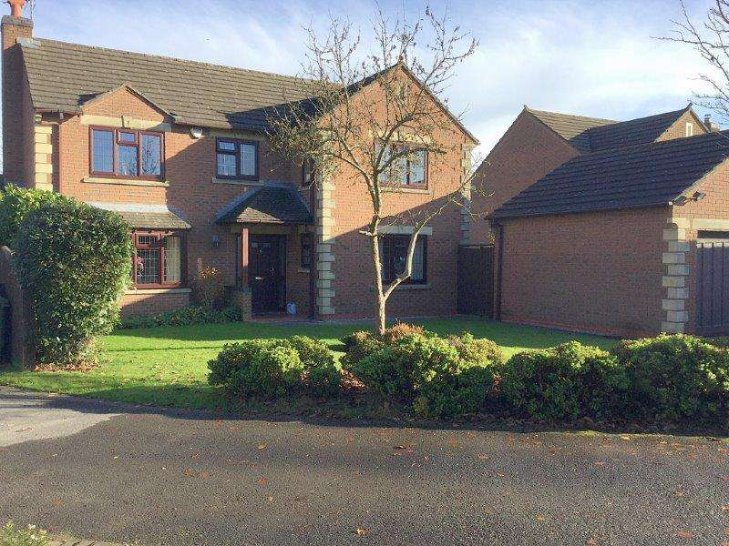 4 Bedrooms Detached House for sale in Whitehall Drive, Hartford