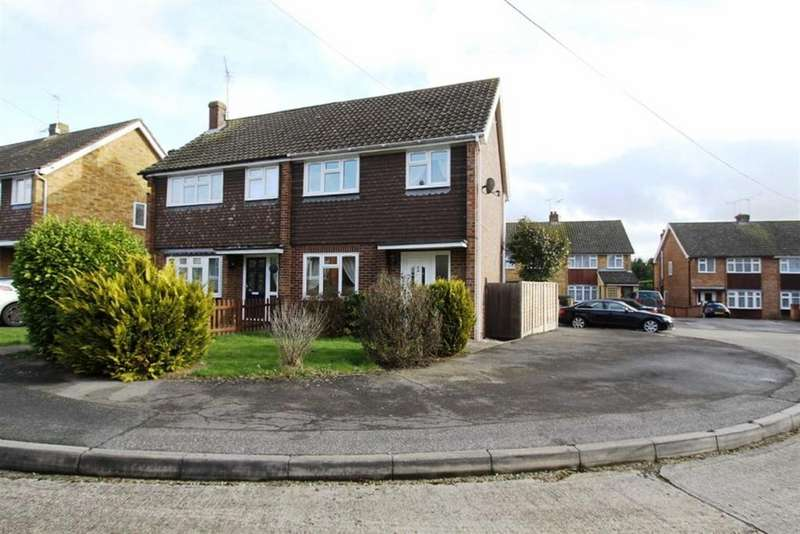 3 Bedrooms Semi Detached House for sale in Lindhurst Drive, Ramsden Heath, Essex, CM11 1NB