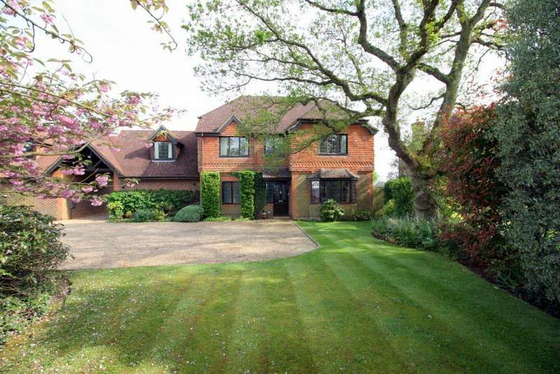 5 Bedrooms Detached House for sale in Loxwood Road, Alfold
