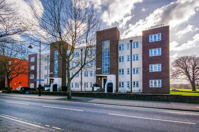 2 Bedrooms Flat for sale in Nunhead Lane, Peckham Rye, SE15