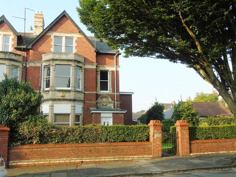 2 Bedrooms Apartment Flat for sale in Rosebery Place, Penarth