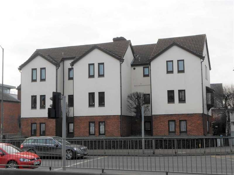 2 Bedrooms Flat for sale in Red Lion Court, Hereford, Herefordshire