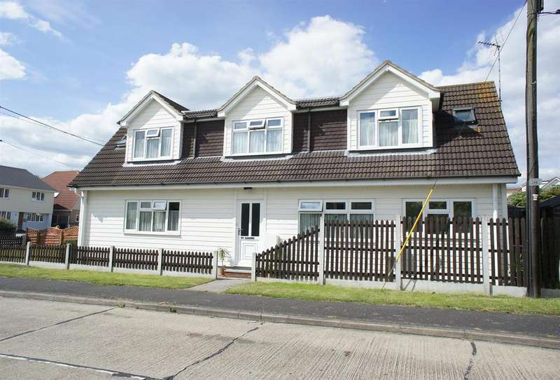 2 Bedrooms Detached House for sale in Ferry Road, Hullbridge