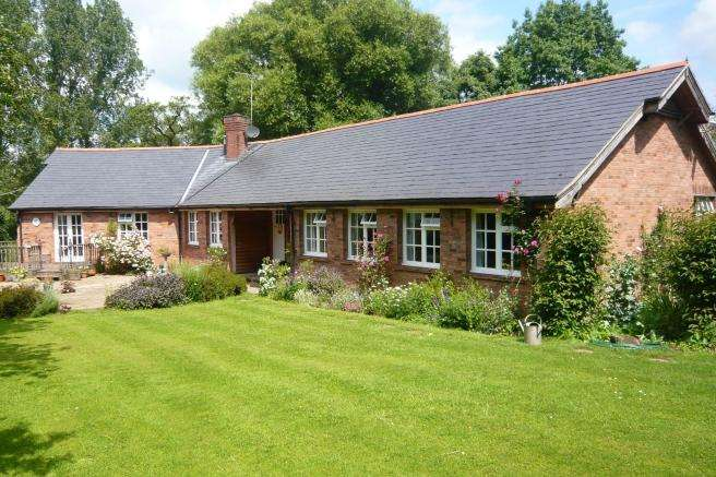 4 Bedrooms Detached Bungalow for sale in Greenfields, Brockton, Newport, Shropshire, tf10 9ep