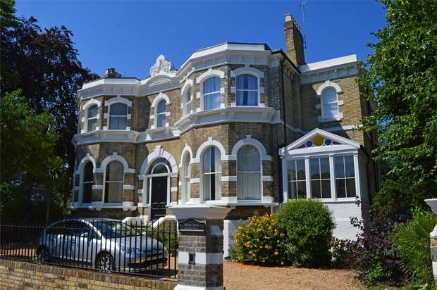 3 Bedrooms Flat for sale in Arlington House, 3 Rosslyn Road, East Twickenham, St Margarets