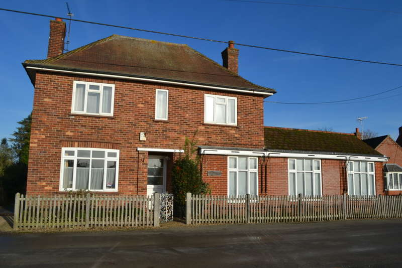 3 Bedrooms Cottage House for sale in The Green, Aldborough