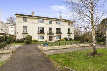 2 Bedrooms Flat for sale in Old Lodge Court, Wellington Square, Cheltenham, Gloucestershire