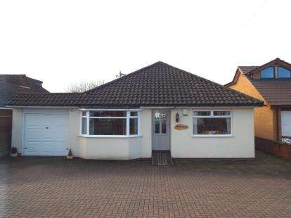 3 Bedrooms Bungalow for sale in Longford Road, Cannock, Staffordshire