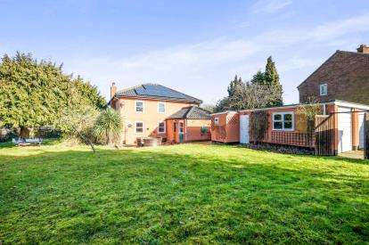 3 Bedrooms Detached House for sale in Hales, Norwich, Norfolk