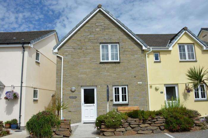 3 Bedrooms Town House for sale in STONEY HOUSE, 9 RIVIERA CLOSE, MULLION, TR12