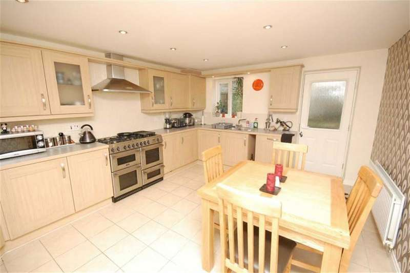 4 Bedrooms Town House for sale in Birchwood Close, Lindley, Huddersfield, HD3