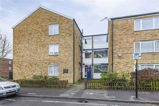 2 Bedrooms Flat for sale in Fernhill Court, Walthamstow