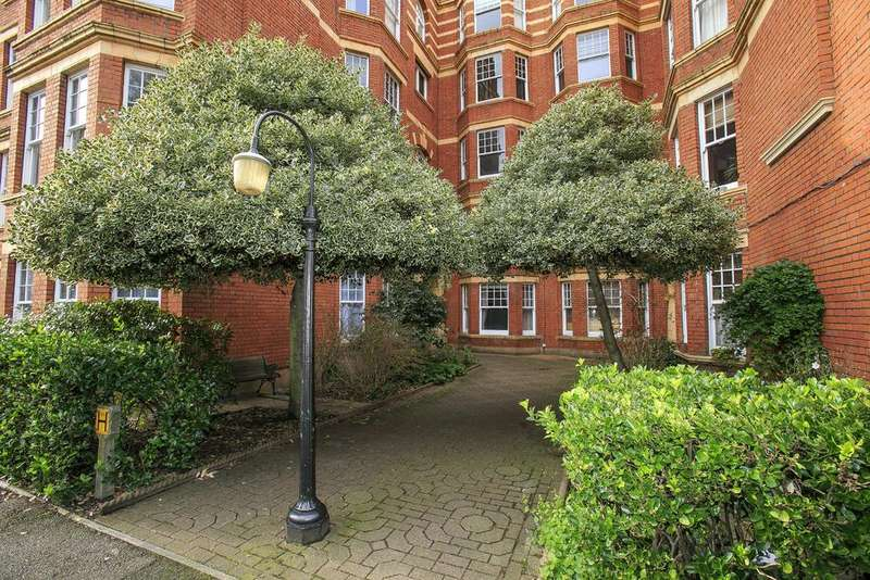1 Bedroom Flat for sale in Sutton Court, Fauconberg Road, London