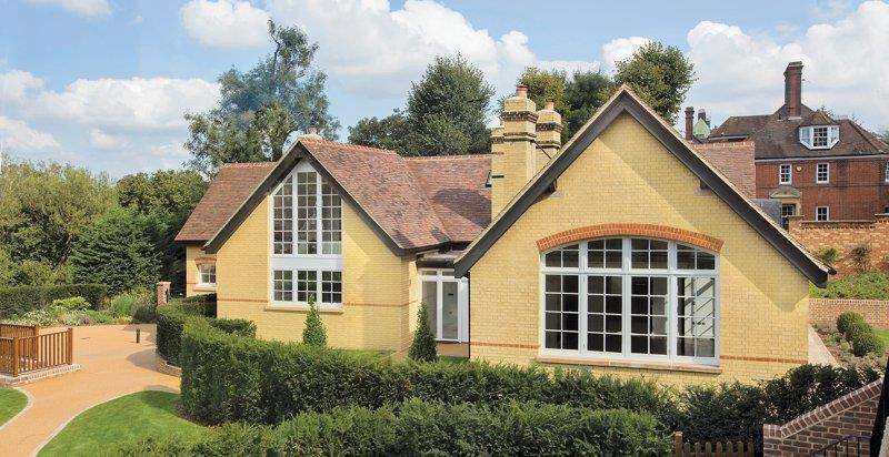 5 Bedrooms Detached House for sale in The Ridgeway, NW7