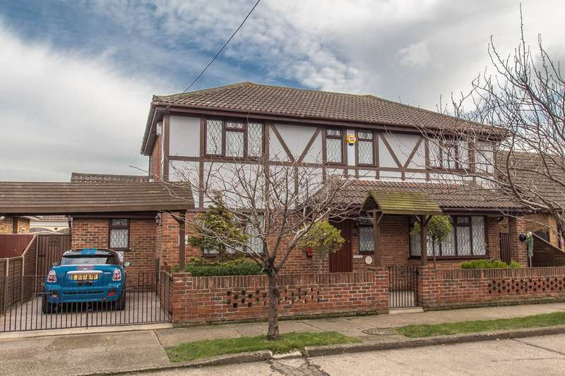 4 Bedrooms Detached House for sale in Roggel Road, Canvey Island, SS8