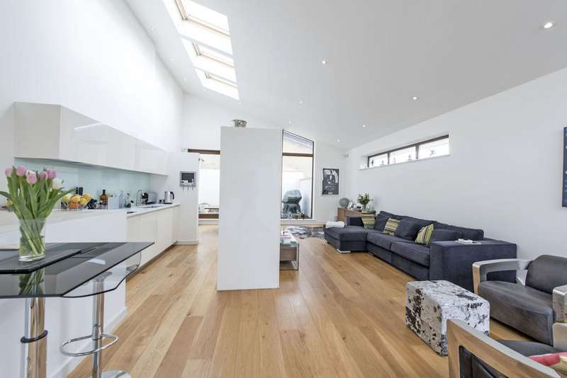 3 Bedrooms Terraced House for sale in Zulu Mews, SW11