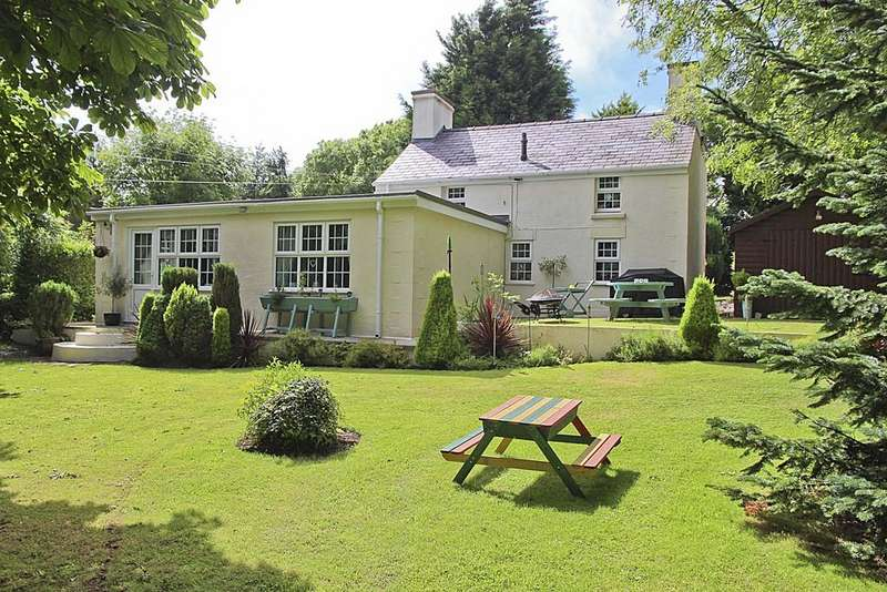 4 Bedrooms Cottage House for sale in Gadfa, Penysarn, North Wales