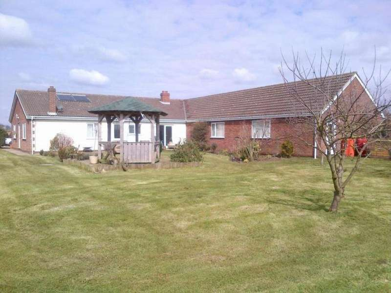 7 Bedrooms Detached Bungalow for sale in Spacey Field Bungalow, Thirtleby, HU11 4LL