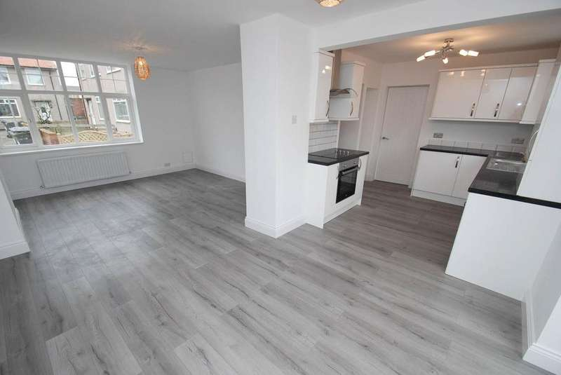 3 Bedrooms Semi Detached House for sale in Cumberland Place, South Shields