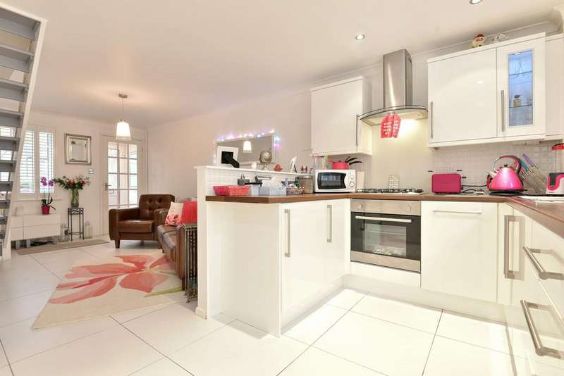 2 Bedrooms Terraced House for sale in Woodlea, Leybourne