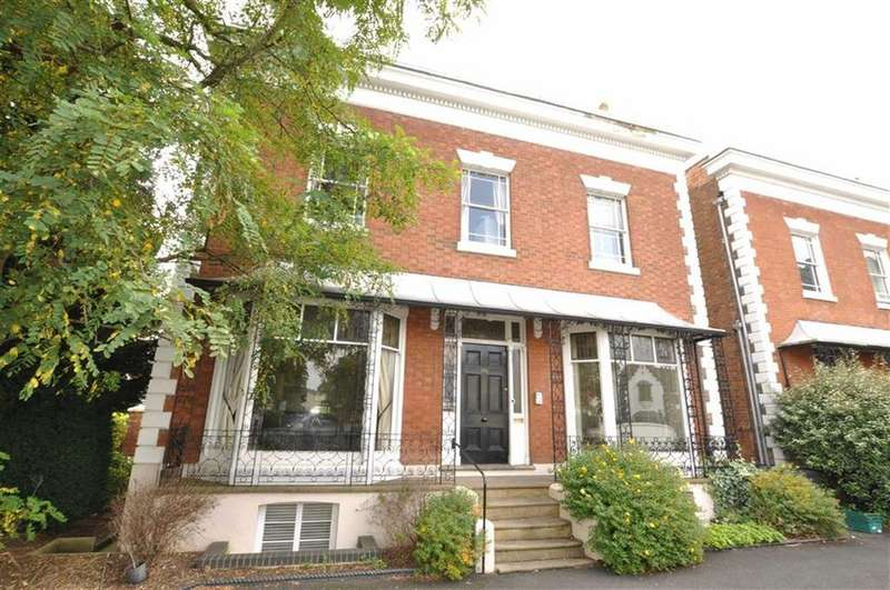 2 Bedrooms Apartment Flat for sale in Kensington House, 15 St Marys Road, Leamington Spa