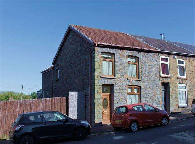 3 Bedrooms End Of Terrace House for sale in Tylacelyn Road, Tonypandy, Tonypandy, Wales. CF40 1JS