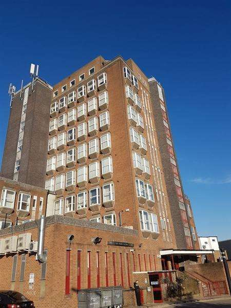 2 Bedrooms Apartment Flat for sale in Stanmore Towers, Church Road,, Stanmore