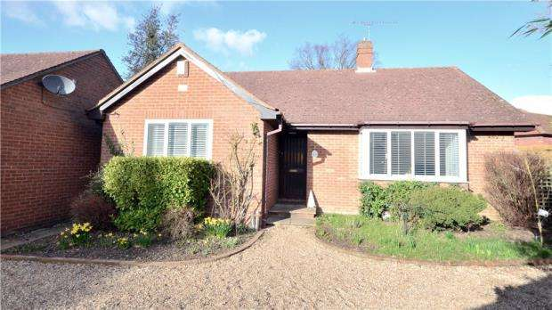 3 Bedrooms Detached Bungalow for sale in The Nook, Spencers Close, Maidenhead