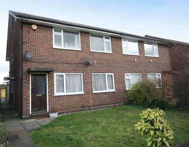 2 Bedrooms Maisonette Flat for sale in The Yews, Reedsfield Road, Ashford, Surrey