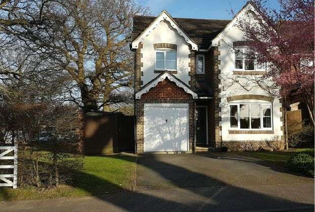 4 Bedrooms Detached House for sale in WARFIELD - Well Presented 4 Bed Detached House with Garden, Drive and Garage.