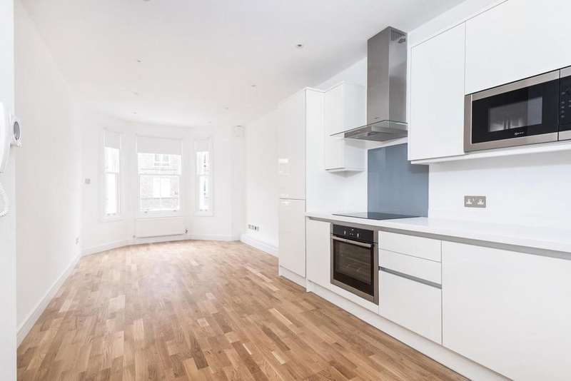 1 Bedroom Flat for sale in Meadow Road, Vauxhall, SW8