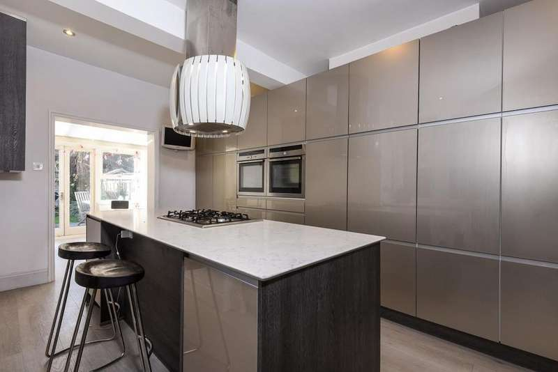 4 Bedrooms Terraced House for sale in Moring Road, Tooting, SW17