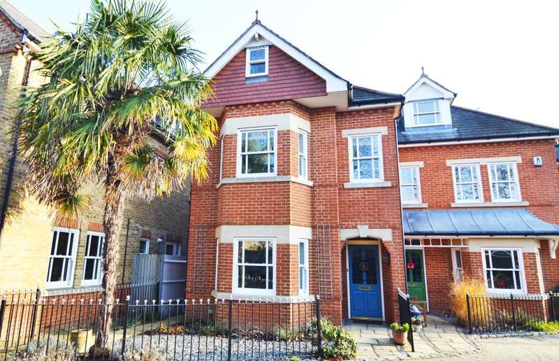 4 Bedrooms Semi Detached House for sale in Blenheim Place, Teddington, TW11