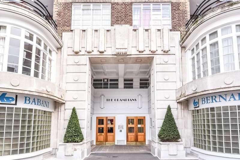 2 Bedrooms Flat for sale in Shepherds Bush Road, London, W6