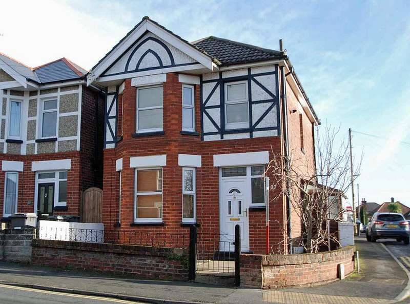 3 Bedrooms Detached House for sale in Malvern Road, Bournemouth, BH9