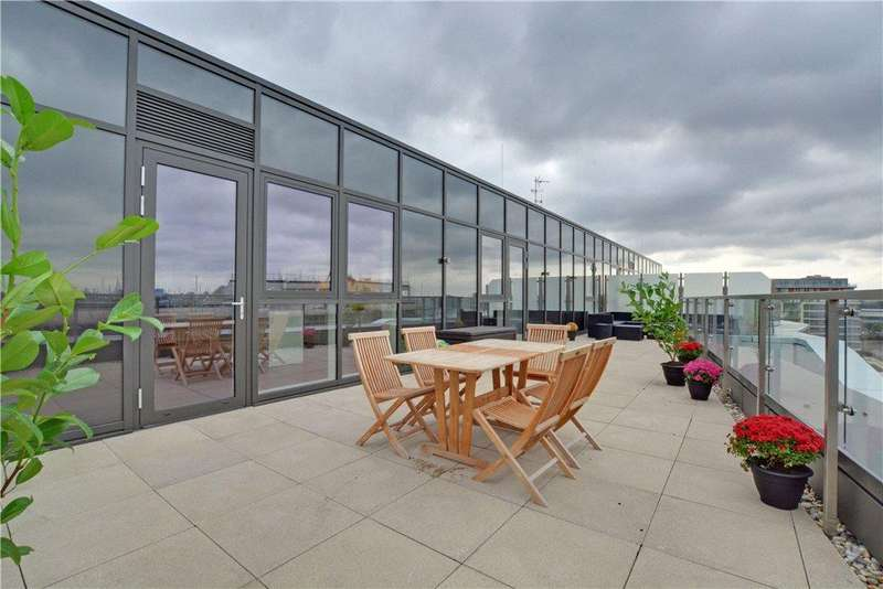 3 Bedrooms Flat for sale in Poldo House, 24 Cable Walk, London, SE10