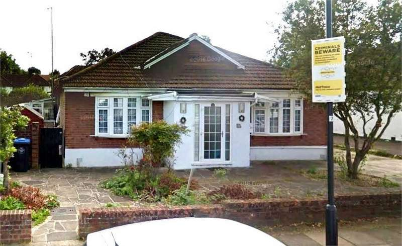 4 Bedrooms Detached Bungalow for sale in Beechcroft Gardens, Wembley, Greater London