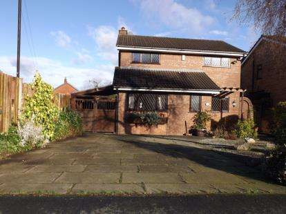 3 Bedrooms Detached House for sale in Seamons Road, Altrincham, Greater Manchester, .