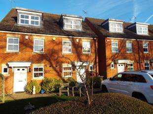 3 Bedrooms Semi Detached House for sale in Turner Avenue, Biggin Hill, Westerham