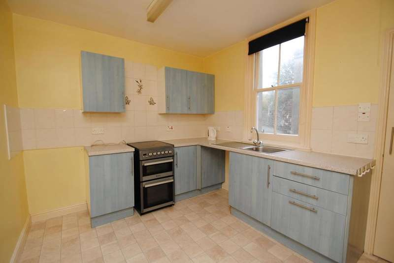 2 Bedrooms Flat for sale in High Street, Ilfracombe