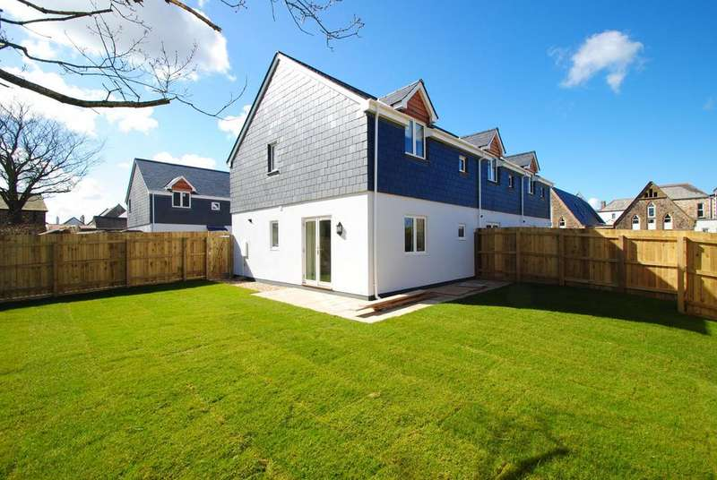 3 Bedrooms Terraced House for sale in Bluecoat Villas, Torrington